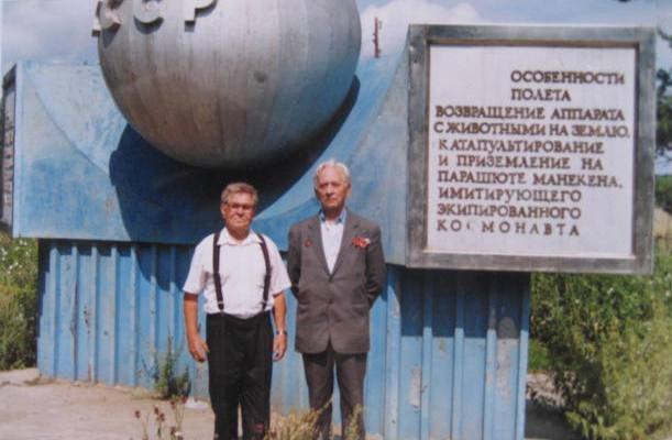 D.S.Mazunin and L.K.Okkelman near the obelisk.